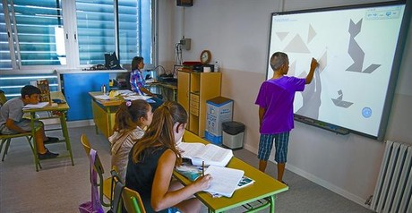 Una de las clases del centro, donde los nios utilizan pizarra digital, la semana pasada.