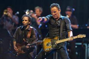 21 DE ABRIL DE 1981. Bruce Springsteen y la E Street Band, durante el concierto que ofrecieron en el Palau dEsports.