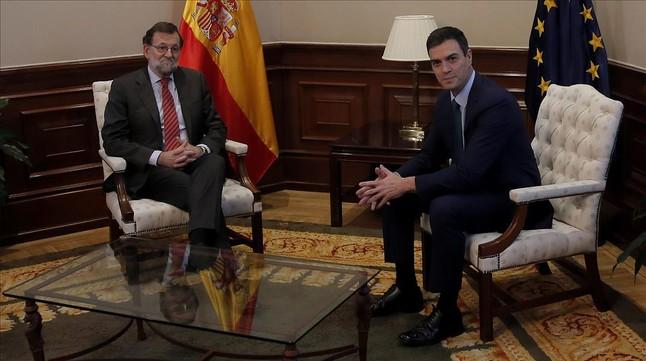 Los líderes de PP y PSOE, Mariano Rajoy y Pedro Sánchez, en una reciente reunión en el Congreso.