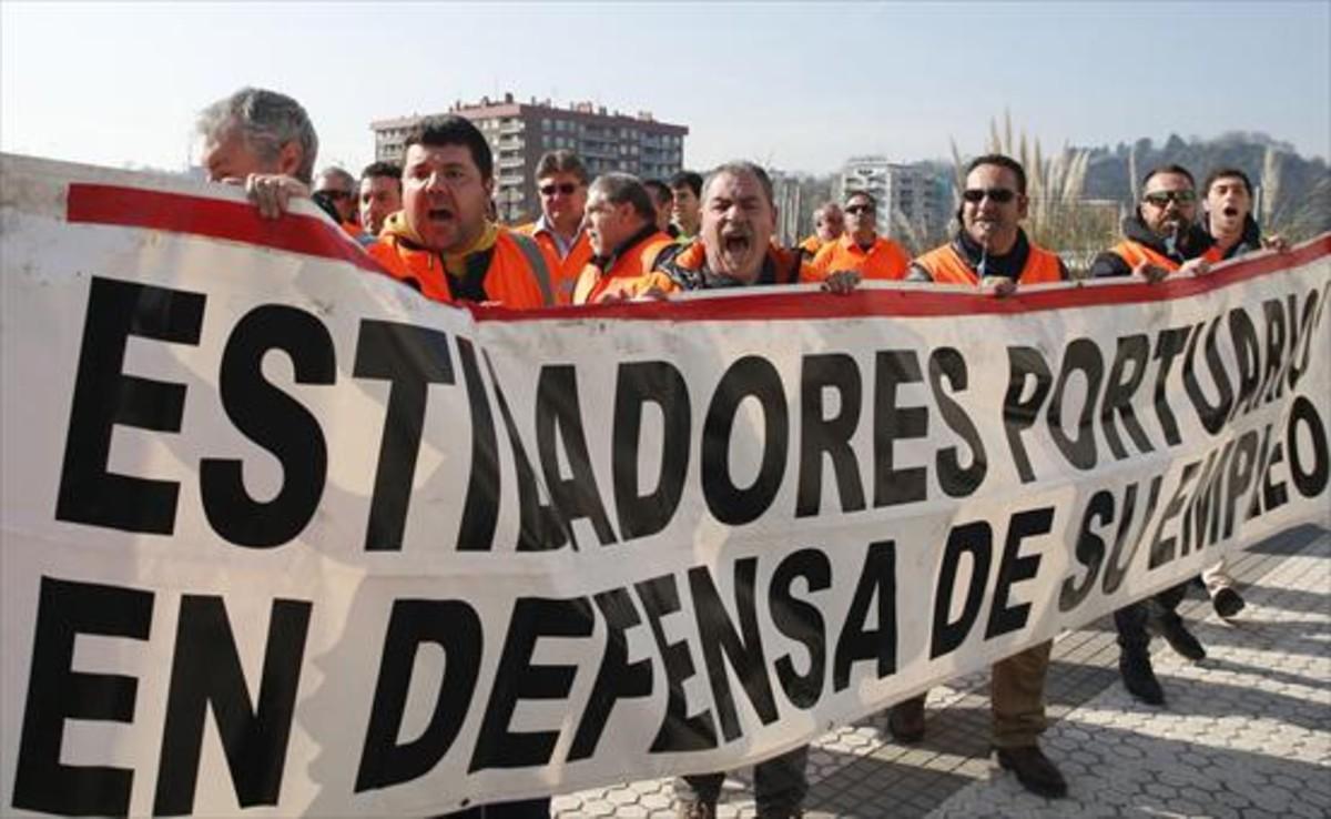 Estibadores del puerto de Pasaia (Guipúzcoa), durante una protesta.