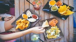 food-salad-restaurant-person---iloveimg-resized