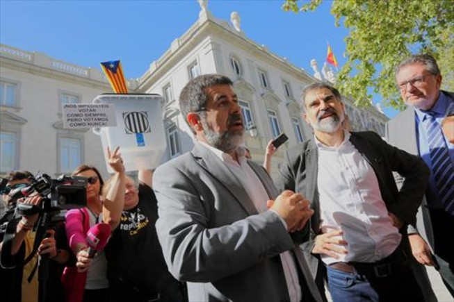 Imputados 8 Jordi Sànchez (izquierda) y Jordi Cuixart, en Madrid, el pasado 6 de octubre.
