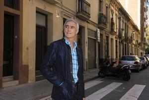Andreu Ballbé, que participó en los Juegos de Montreal de 1976, en la calle en la que pasó su infancia y juventud.
