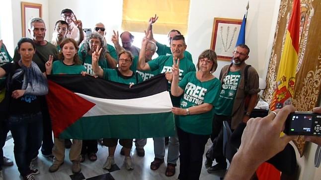 Activistas de la flotilla a Gaza ocupan la Embajada de España en Atenas