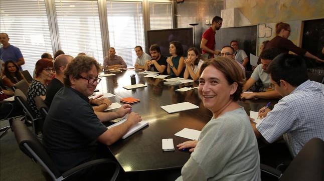 Bcn reforzar en la oficina de acogida a inmigrantes for Oficina de registro barcelona