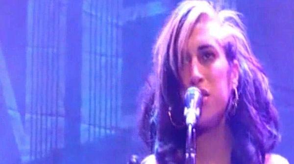"Amy Winehouse cancel·la tota la seva gira europea per ""problemes de salut"""