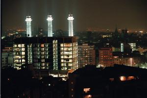 Las tres chimeneas de Fecsa, un símbolo de los derechos de la clase obrera, en el Paral·lel.