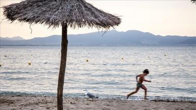 La Generalitat restringe el espacio para chiringuitos en las playas