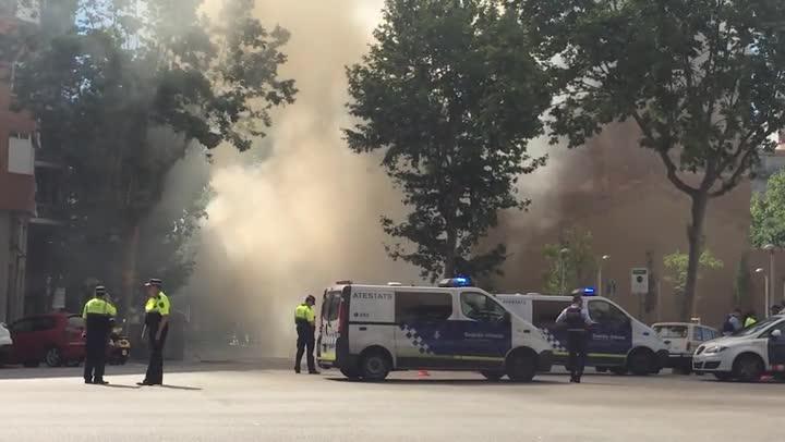 Incendi d'un autobus al carrer de Lepant