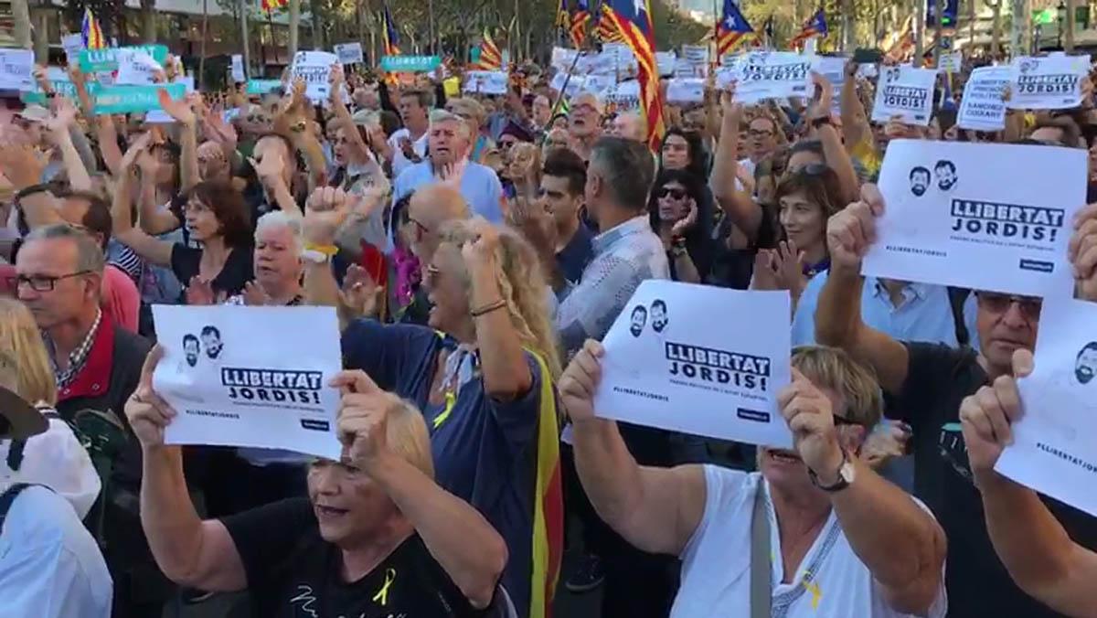 La manifestació en suport a Jordi Sànchez i Jordi Cuixart, el 21 d'octubre a Barcelona.