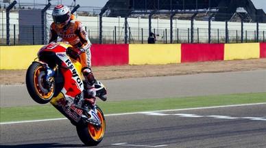 Marc M�rquez cruza primero la meta del Gran Premio de Motorland Arag�n.