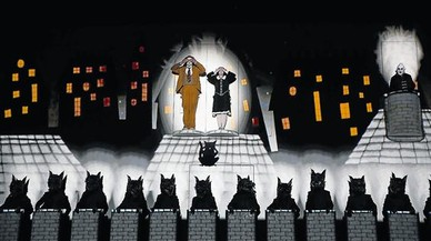 Un momento del montaje de 'La flauta m�gica' que ha estrenado en el Liceu la compa��abrit�nica 1927.
