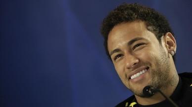Neymar, en la rueda de prensa que ofreció en Sao Paulo antes del duelo contra Paraguay.