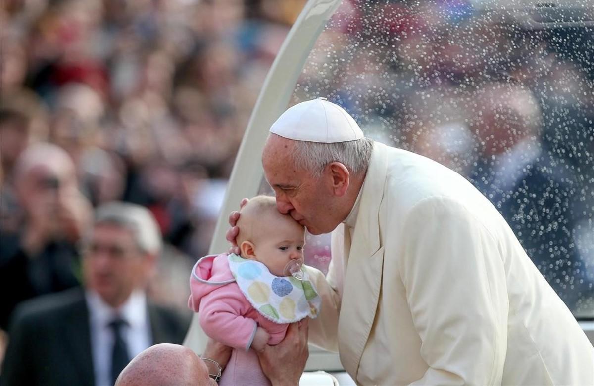 El Papa abre la puerta de la Iglesia a los divorciados vueltos a casar y a las parejas de hecho