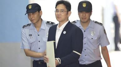 L'hereu de Samsung, condemnat a cinc anys de presó per corrupció