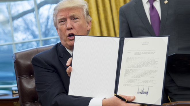 Trump firma la retirada delsEUA en el tractat de lliure comerç (TTIP).