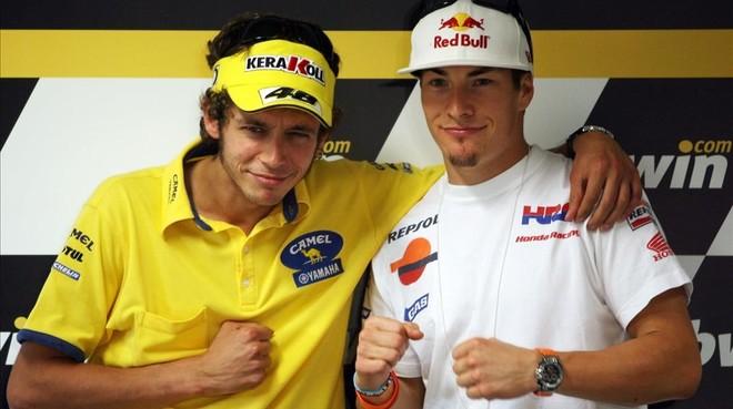 Valentino Rossi y Nicky Hayden posan divertidos antes del Gran Premio de Portugal del 2006.