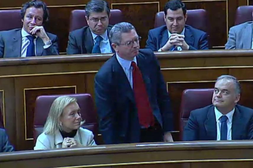 Els diputats hauran de proclamar en veu alta el seu vot davant la llei d'abdicació