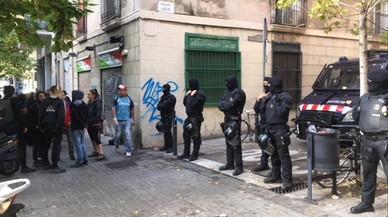 Els Mossos desallotgen una casa okupada a Gràcia