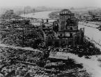 La Cúpula de la Bomba Atómica, en Hiroshima, fotografiada por el ejército de EEUU tras estallar la bomba nuclear sobre la ciudad japonesa el 6 de agosto de 1945.