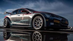 El Tesla P100DL 2.0 es una verdadera bestia de competición 100% eléctrica.
