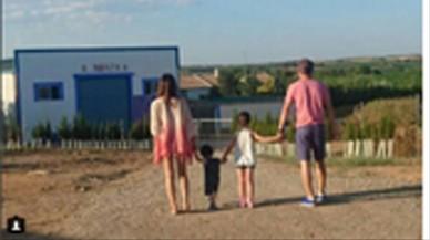 Andr�s Iniesta y su familia pasan unos d�as de vacaciones en su pueblo natal,Fuentealbilla.