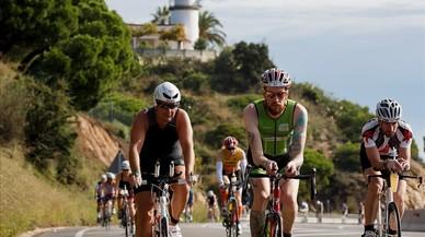 Atletas en la prueba de ciclismo en Calella, el a�o pasado.