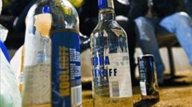Els metges demanen prohibir el 'botellon' perquè porta els joves a beure cada cop més aviat