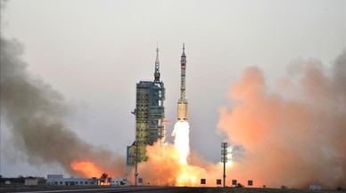 Despegue del cohete Shenzhou 11 con dos astronautas a bordo.