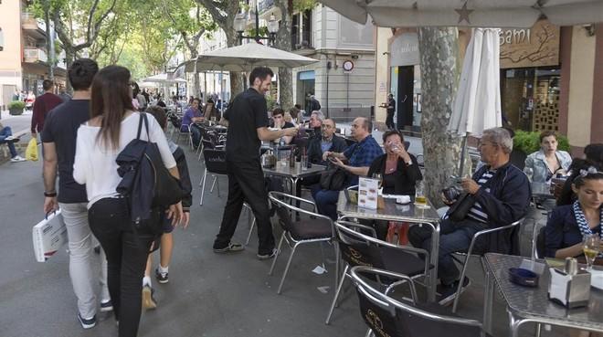 pulso entre vecinos empresarios terrazas rambla poblenou