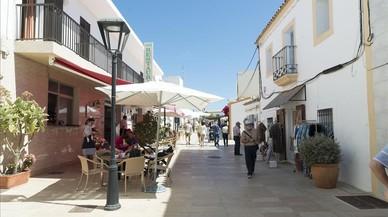 Una calle de San Francisco Javier, en Formentera, este verano.