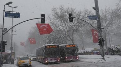 El fred congela Europa des de Rússia fins a Itàlia i causa almenys 28 morts