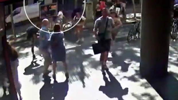 Una càmera de seguretat va gravar el pas de la furgoneta per la Rambla