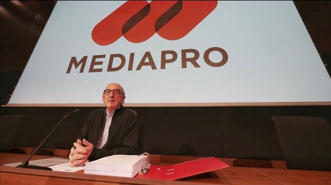 Jaume Roures, durante la rueda de prensa en la que ha explicado los motivos de la querella contra Sandro Rosell y el Bar�a por espionaje.