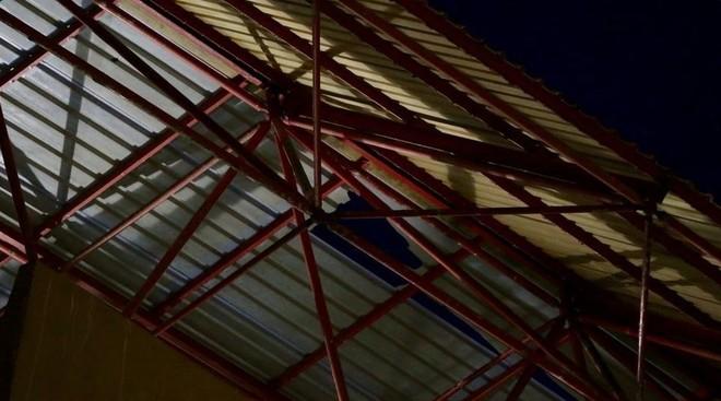 La maltrecha uralita del estadio de Riazor.