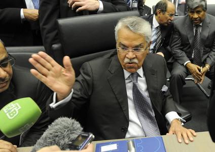 El ministro saudí de petróleo, Ali Al-Naimi, antes del comienzo de la reunión ministerial de la Organización de Países Exportadores de Petróleo (OPEP) en Viena.
