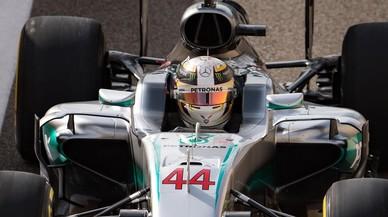 Hamilton ja domina Rosberg a Abu Dhabi