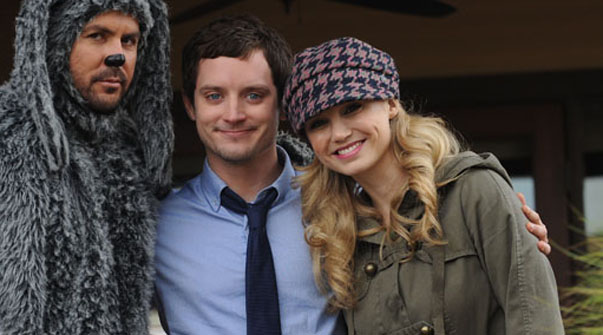 El actor Elijah Wood protagoniza 'Wilfred', en la Fox.