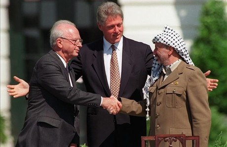 Rabin, Clinton y Arafat, tras la firma del acuerdo de paz entre Israel y Palestina, el 13 de septiembre de 1993.
