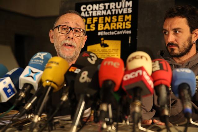 El colectivo que gestiona Can Vies, durante la rueda de prensa de este viernes.