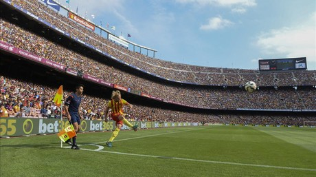 Rakitic saca un c�rner el pasado s�bado en el Camp Nou ante el Athletic.