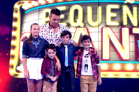 Jes�s V�zquez, con los ganadores de 'Peque�os gigantes'