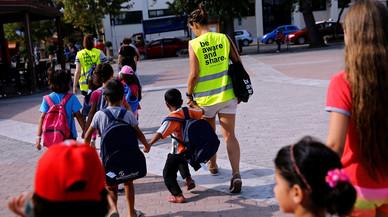 La trista i difícil tornada al col·le dels nens refugiats sirians a Grècia