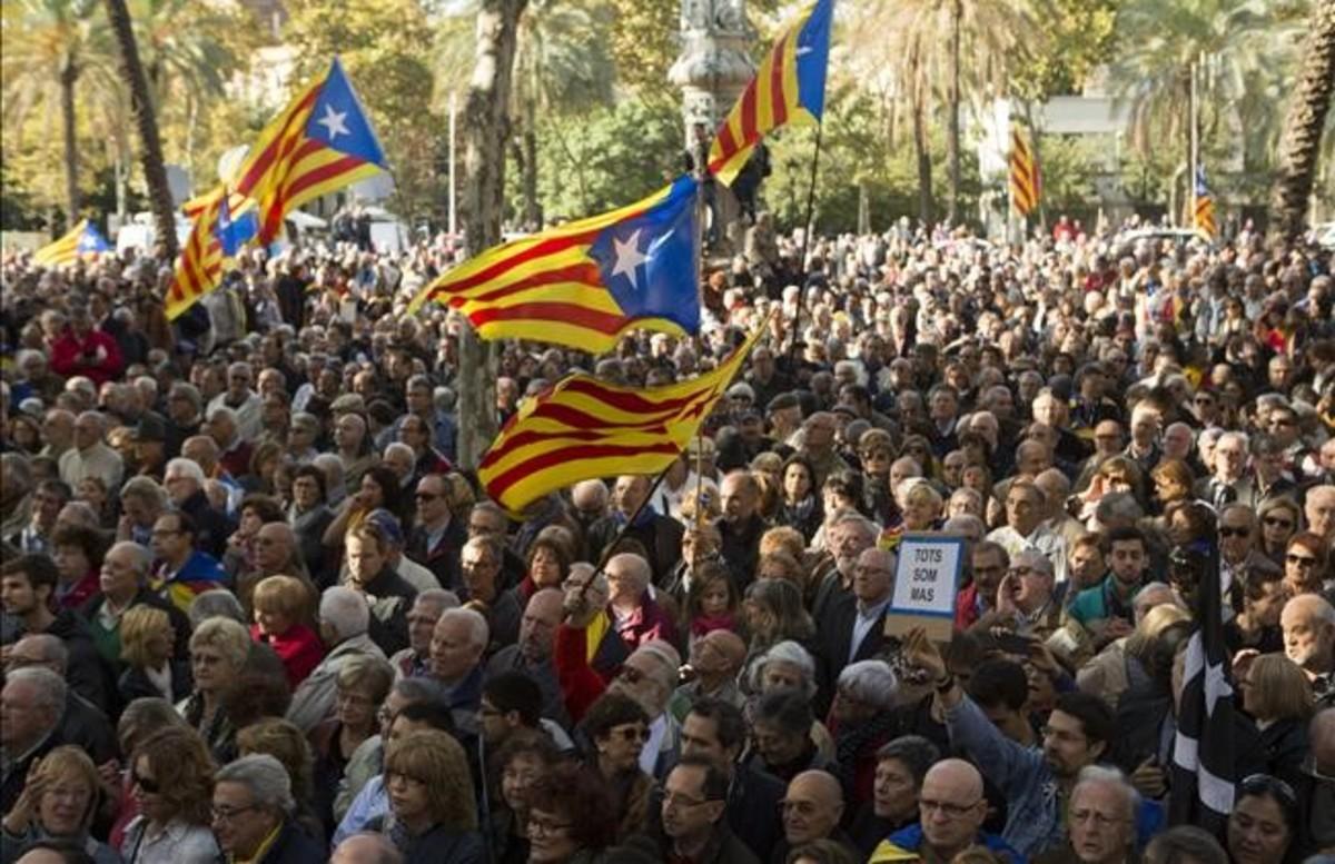 Concentración independentista en apoyo de Artur Mas, Joana Ortega e Irene Rigau ante el TSJC, el pasado 6 de febrero