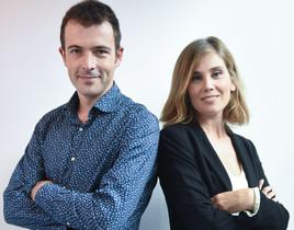 Los periodistas Oriol Debat y Clara Sánchez, editor y presentadora, respectivamente, del nuevo espacio de Mataró Televisió Mataró al dia.