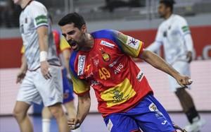 Ferran Solé celebra uno de sus goles en el partido frente a la República Checa