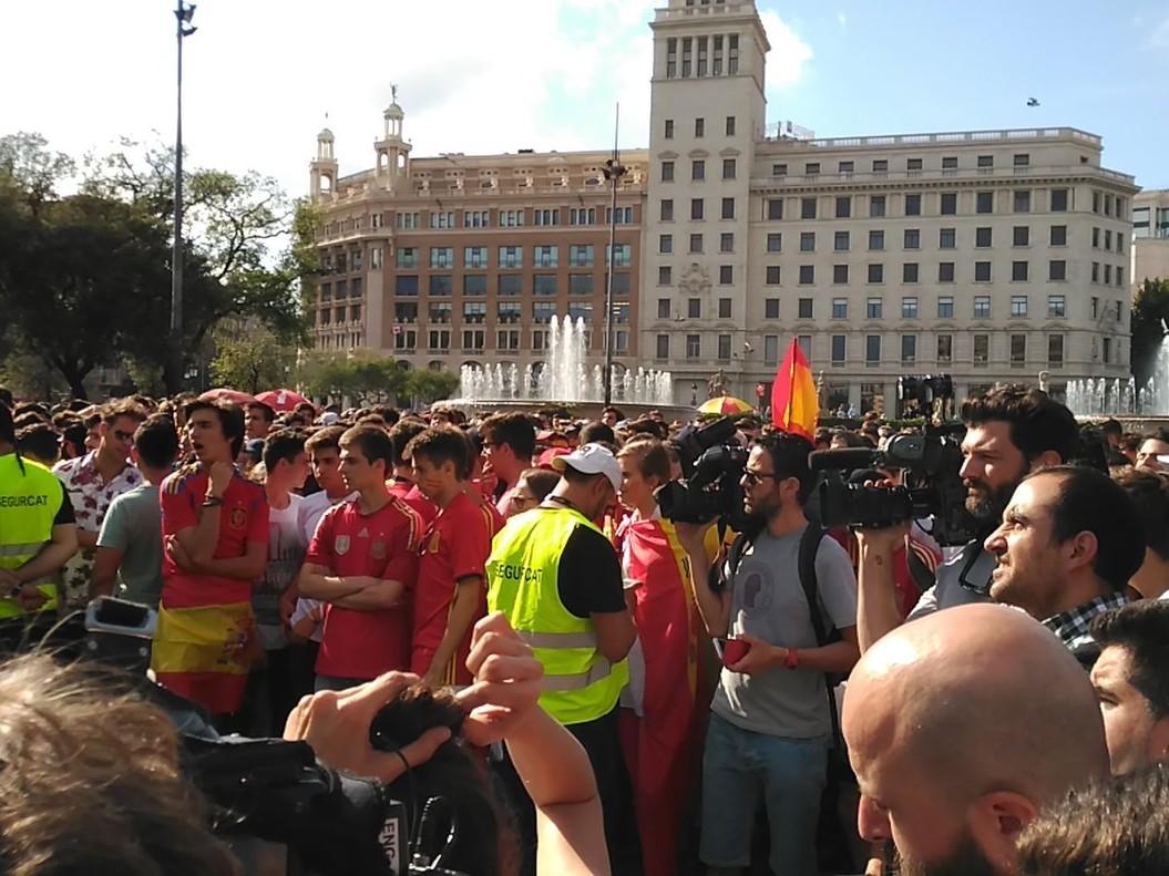 Aficionados de la selecci�n en Plaza Catalunya