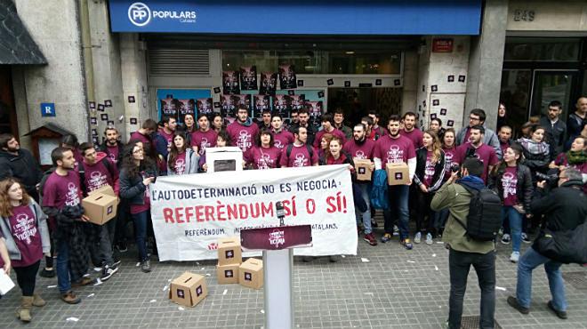 Detenidos tres miembros de Arran por la ocupación de la sede del PP catalán
