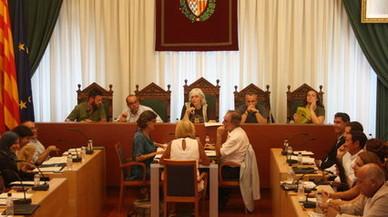 Un jutge obliga l'Ajuntament Badalona a mostrar la imatge del rei al saló de plens