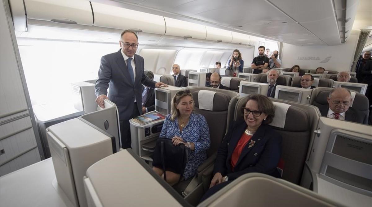 Iberia conmemora 25 años de cumbres iberoamericanas bautizando un avión como 'Iberoamérica'
